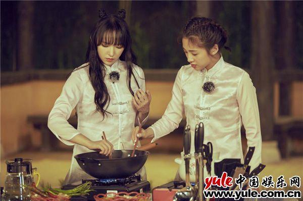 陈乔恩试菜暴露吃货属性 杜江、杨迪面带笑容切磋厨艺资讯生活